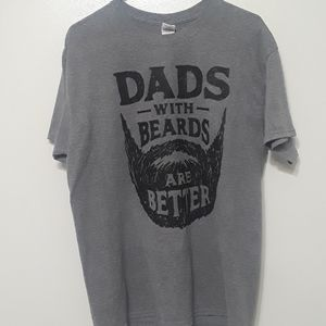 Dads with beards are better T-shirt sz L